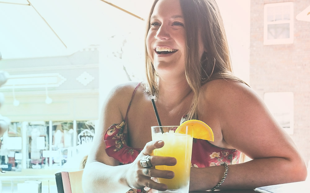 Girl drinkning mimosa for Lifestyle